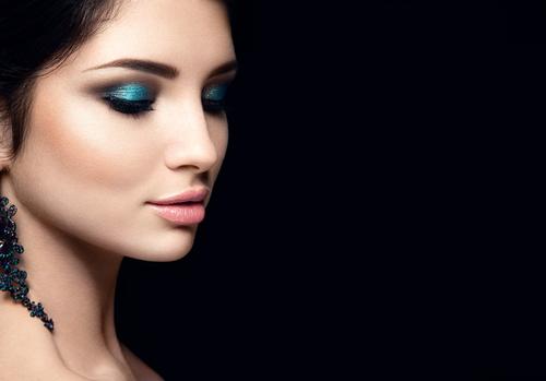 blue eye shadow